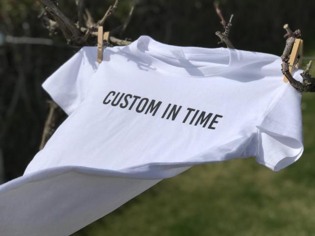 Camiseta personalizada tendida
